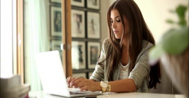 woman-working-in-the-office