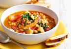 italian-seafood-soup-with-garlic-croutons-88578-1